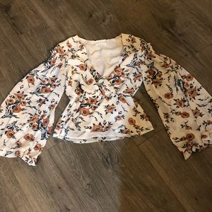 June and Hudson Wide sleeve top